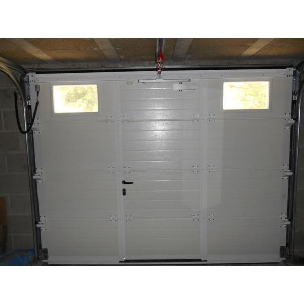 Aliz e gris porte de garage portes de garage sur mesure aamis Prix porte de garage sectionnelle avec portillon