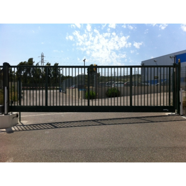 Portail autoportant sonora portes de garage sur mesure for Aamis porte de garage